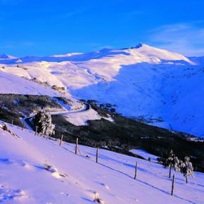 Skier dans la Sierra Nevada