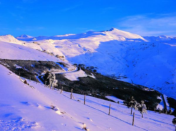 sierra-navada-hiver-neige-ski-andalousie-espagne